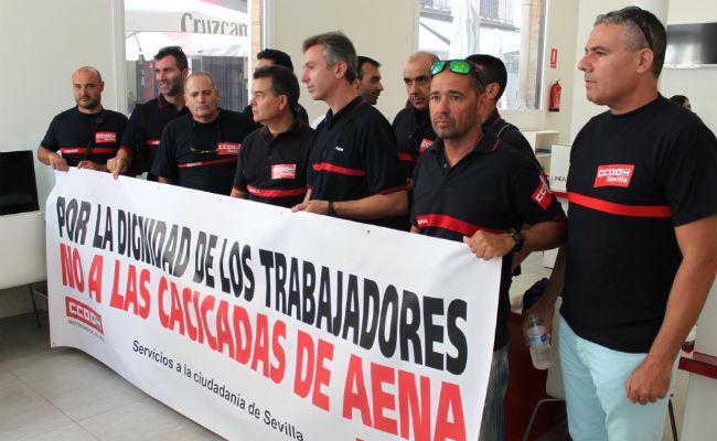 Foto CCOO Encierro bomberos aeropuerto