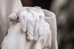 Detalle guantes gastados