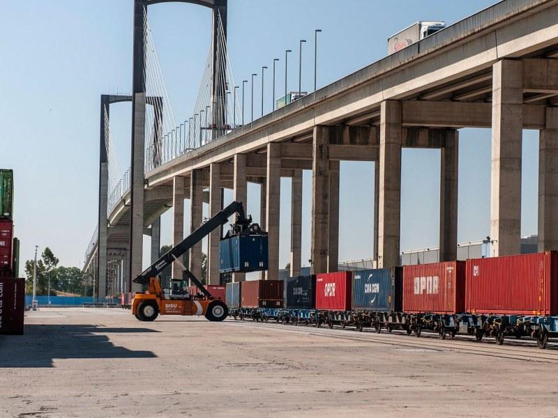 Puente V Centenario /@Puertodesevilla