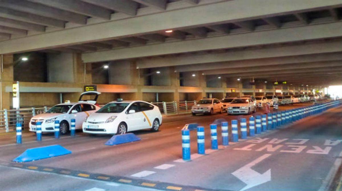 Taxis en el Aeropuerto de Sevilla /SA