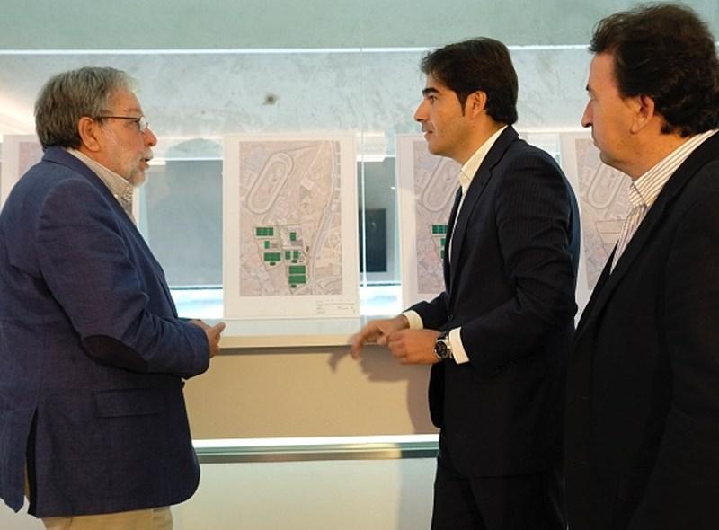 Dirigentes béticos durante la presentación / Real Betis