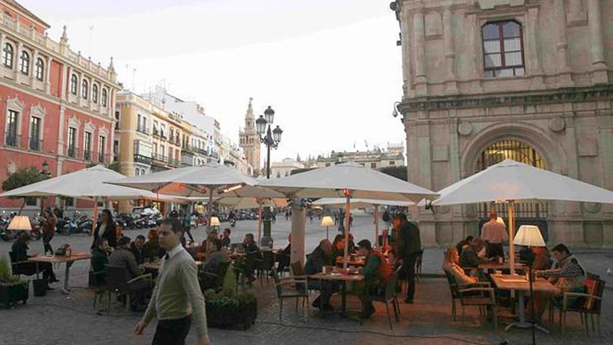 Veladores en la zona de la Plaza Nueva /SA