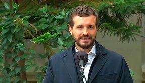 Pablo Casado atiende a los medios tras depositar su voto el 10N / @populares