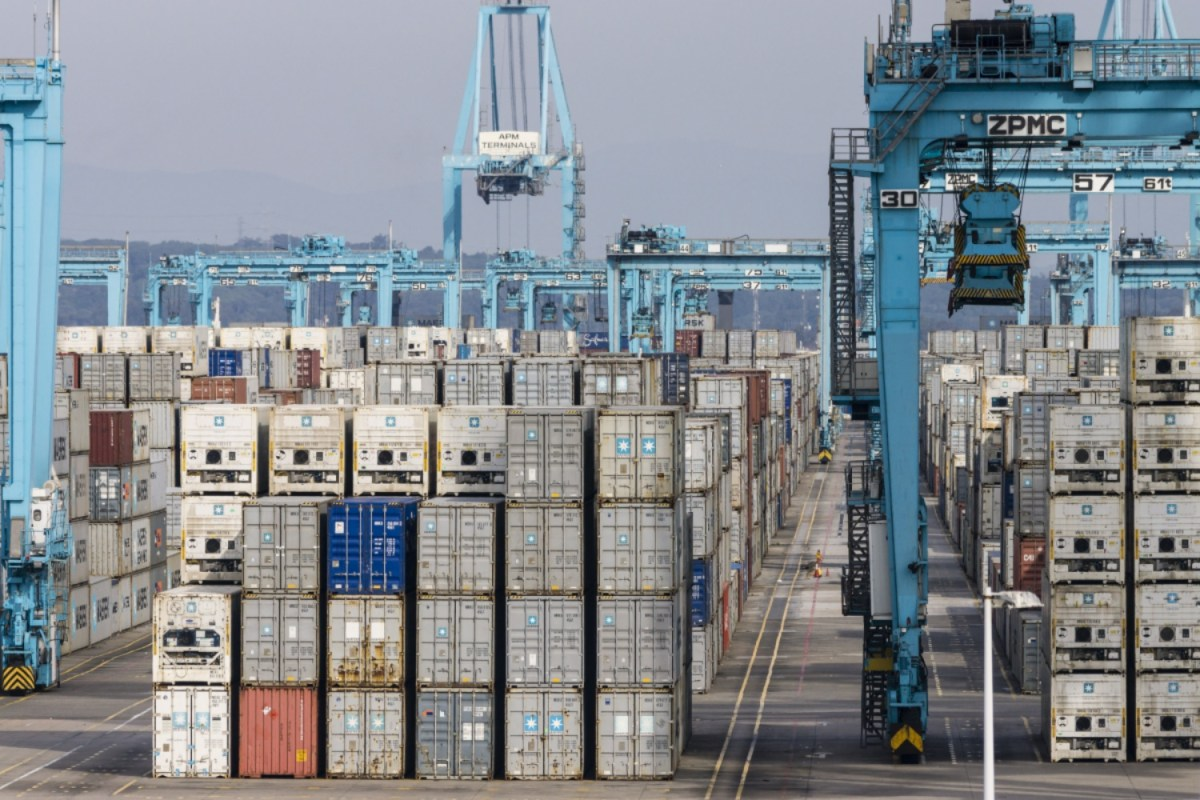 Contenedores apilados en el puerto de Algeciras