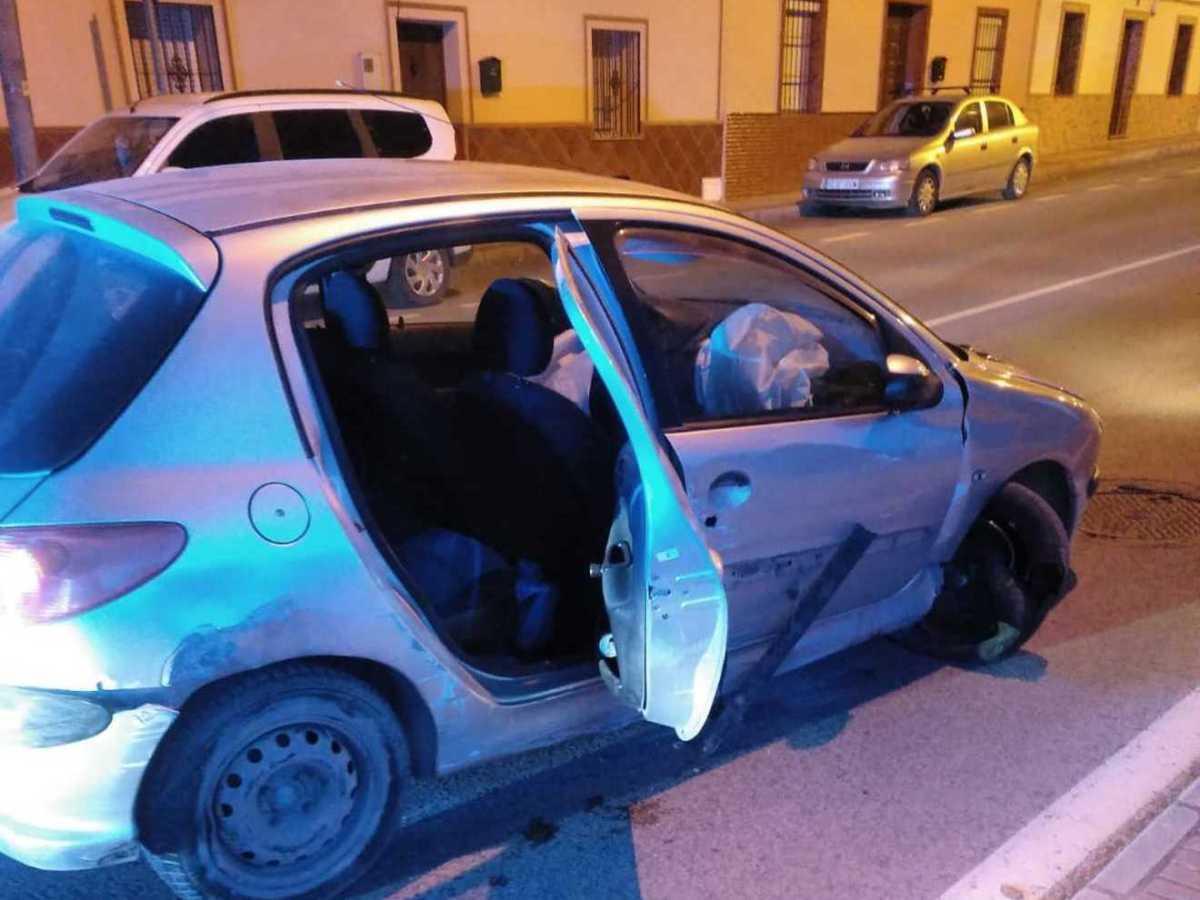 Coche en el que circulaba el conductor fugado / Policía Local