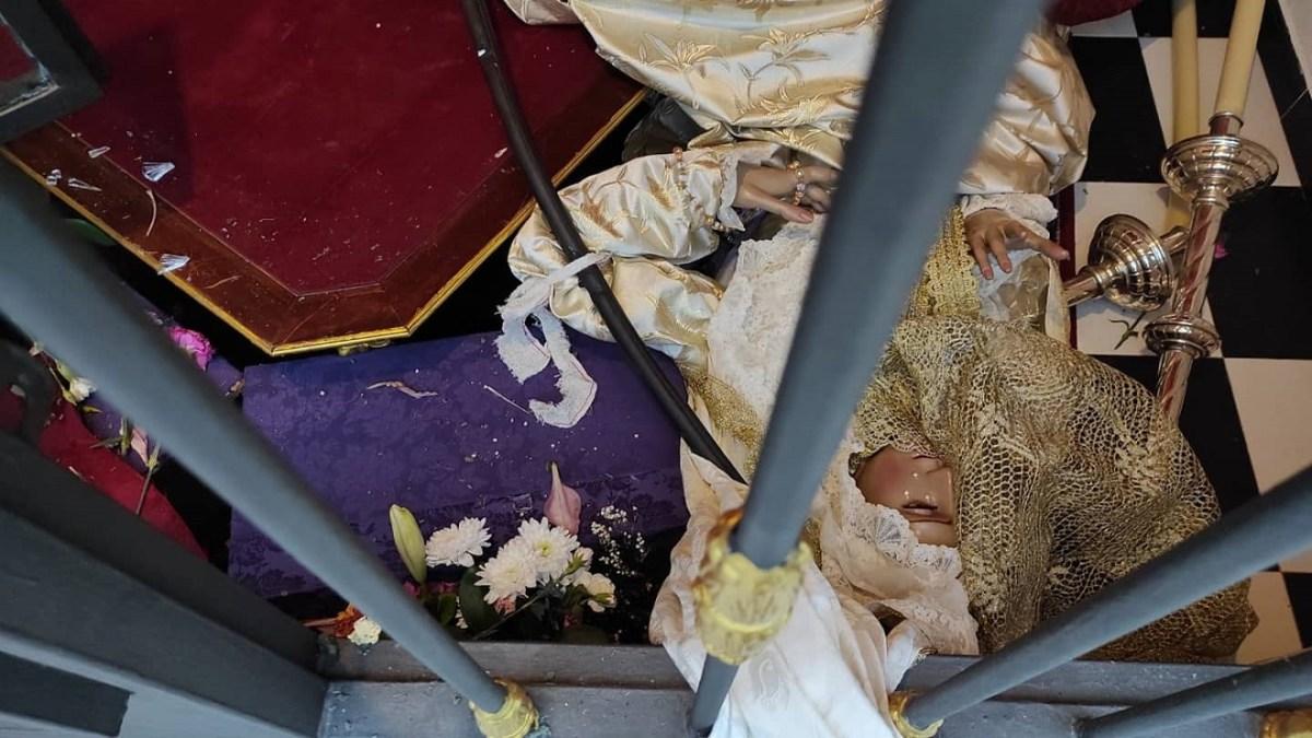 Virgen de la Encarnación tirada al suelo