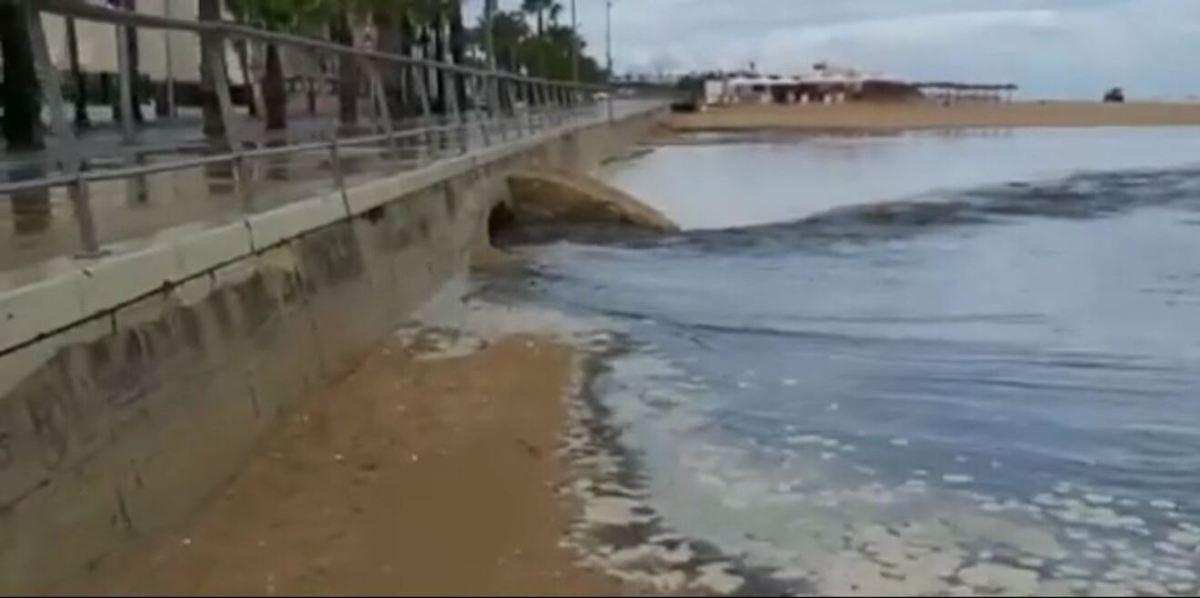 Vertido en Sanlucar de Barrameda / Agua Clara