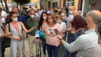 Susana Díaz atiende a los medios tras votar en las primarias del PSOE-A / SA