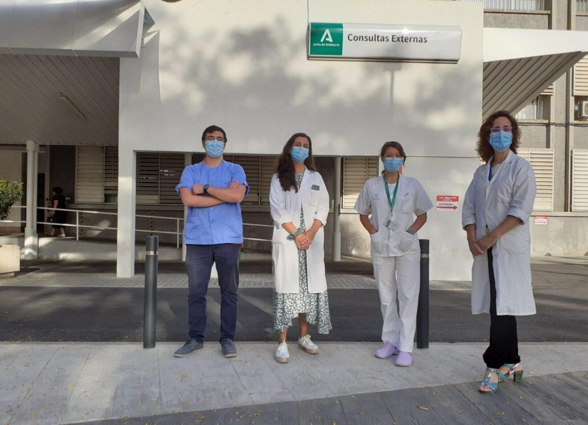 Especilistas Internos Residentes premiados junto a l a jefa de servicio de Endocrinología y Nutrición