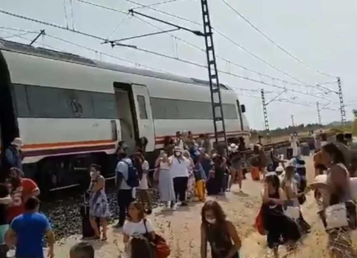 Caos y desinformación en el desalojo del tren afectado por un incendio / RRSS