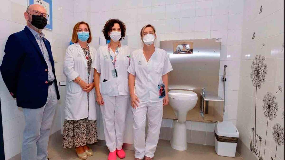 Nuevo aseo para pacientes ostomizados en el Hospital Valme