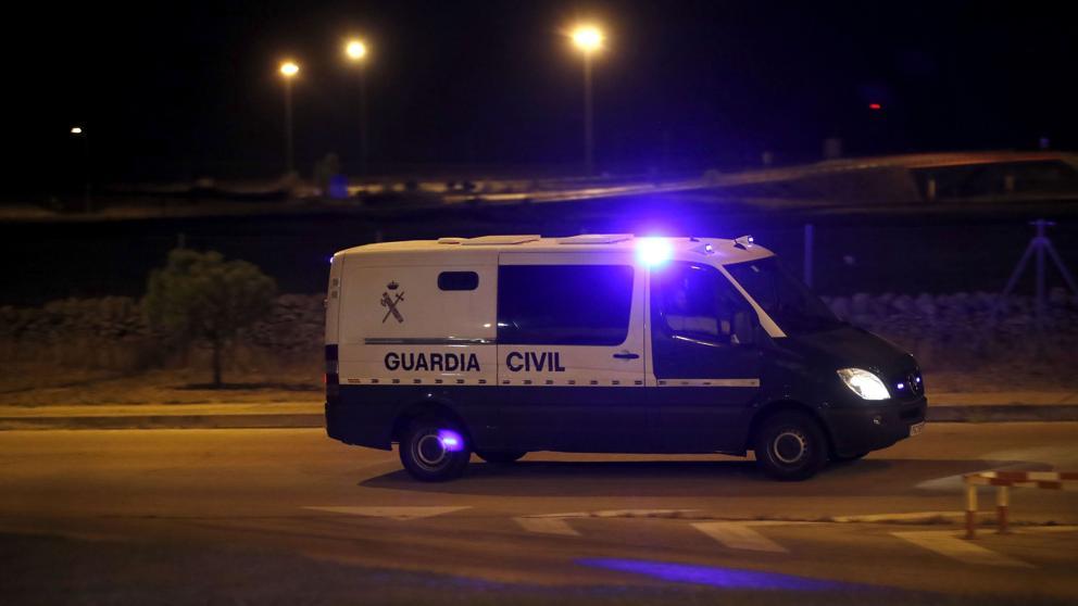 Los dirigentes independentistas, en el interior del furgón de la Guardia Civil camino de Soto del Real.