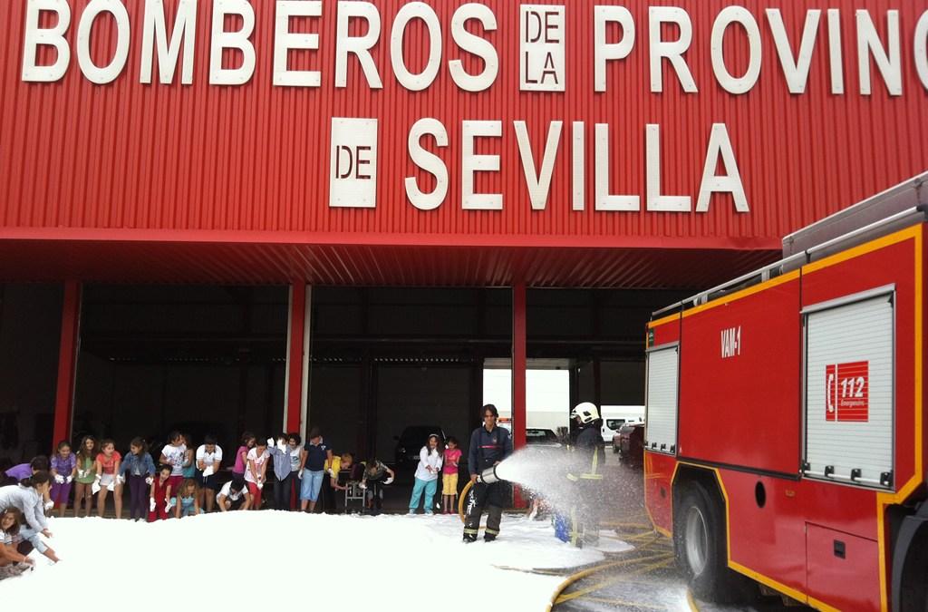 Bomberos de la Diputación Provincial de Sevilla en una exhibición-