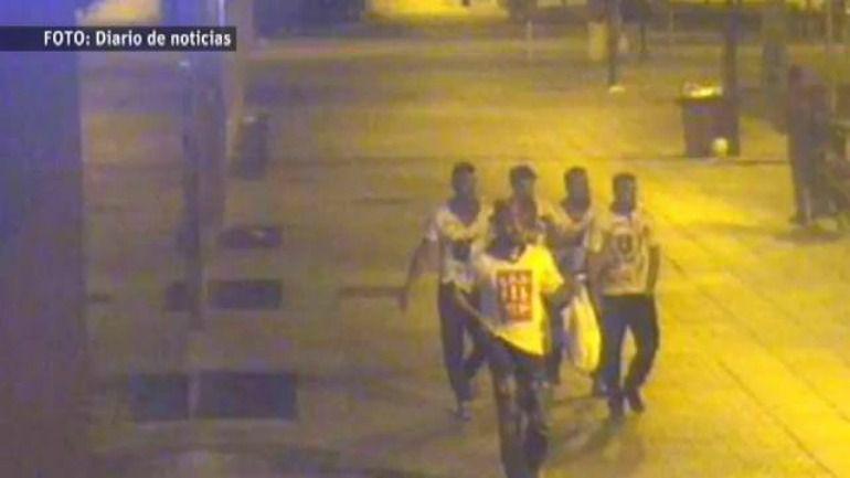 Los cinco jóvenes encausados, la noche de los hechos.