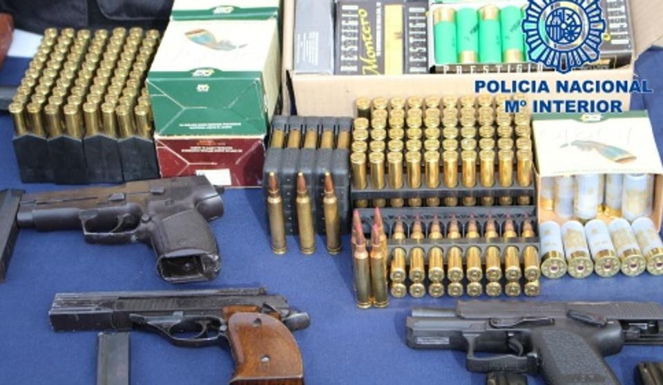 Armas y munición incautados a los narcos