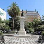 El mercadillo de la Plaza del Duque vuelve al 50% de su capacidad mientras se estudia recuperar a los Artistas de la Plaza del Museo