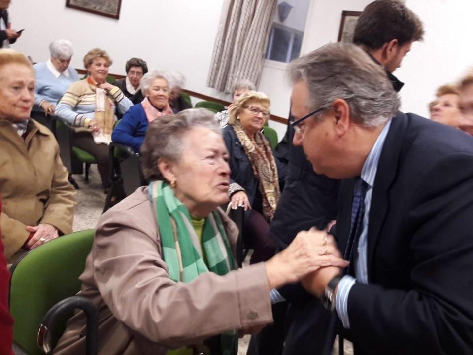 Zoido en una visita a una residencia de ancianos