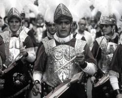 Poesía en tiempos de desazón (VIII): Redobles en la Macarena