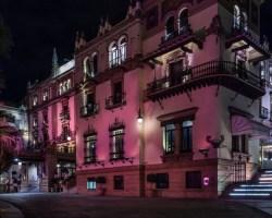 El Hotel Alfonso XIII apoya a la AECC en su lucha contra el Cáncer de Mama con un Fin de Semana Rosa