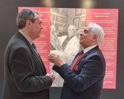 El alcalde, Juan Espadas, visitó la exposición de Miguel Caiceo en el Ayuntamiento