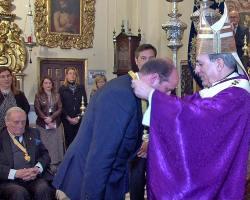El arzobispo de Sevilla impuso al abogado Joaquín Moeckel la Medalla de Oro del Baratillo