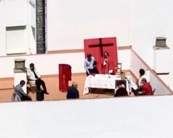 La policía interrumpe una misa en la azotea del Convento de los Paules