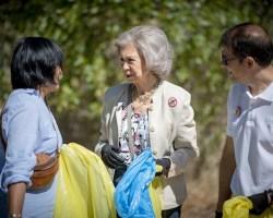 Su Majestad la Reina Doña Sofía colabora con LIBERA contra el abandono de guantes y mascarillas