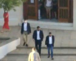 Sánchez abucheado en Matalascañas al salir de una misa. Vídeos