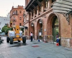La Junta inicia la limpieza de la fachada del Edificio Coliseo, un tesoro sevillano de la Exposición de 1929