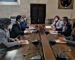 21 millones de superávit para adelantar aportaciones a Tussam, Lipasam y EmvisesaJuan Espadas y Álvaro Pimentel han alcanzado un acuerdo para la reutilización del superávit generado en 2019