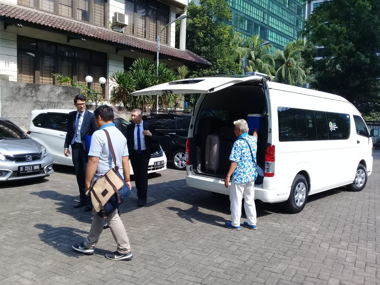 Sewa Mobil Jakarta Membawa Tamu dari Negara Turki