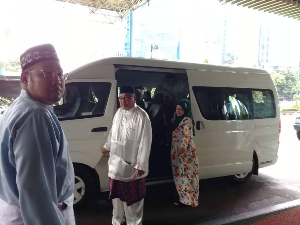Sewa Hiace 14 Seats untuk Keluarga Pak Idas dari Singapura