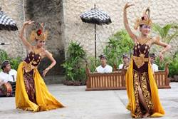 Tari Cendrawasih di GWK Bali