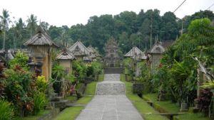 Desa Penglipuran Bangli Bali - Jalan Tengah
