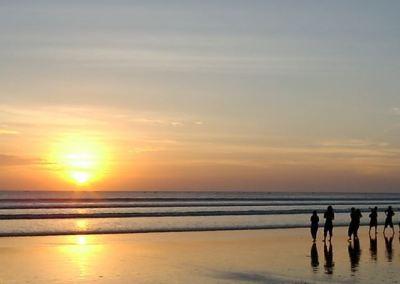 Pantai Jimbaran Bali Sunset Makan Malam Seafood 02