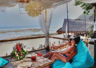 Pantai Padang Padang Bali - Finn's Beach Club