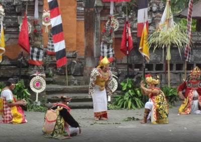 Tari Barong & Kris di Jambe Budaya Batubulan Bali 6