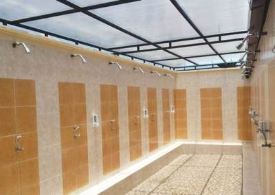 Trekking di Bali Shower Room
