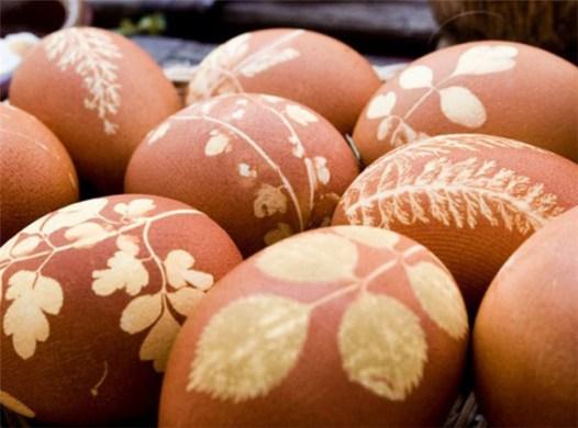 diy-easter-eggs-dried - flowers