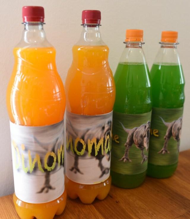 Dinos auf Getränkeflaschen