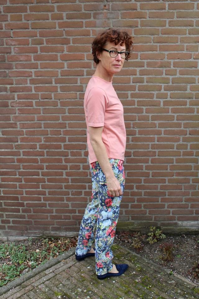 asymmetrical pink cropped T-shirt