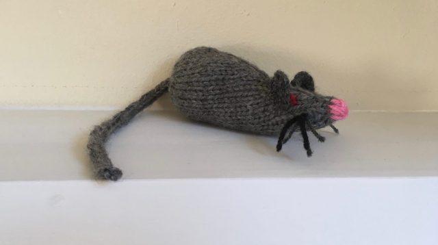 klein gebreid muisje