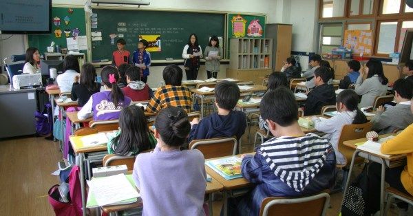 room-education-classroom-children-library-students-1237486-pxhere.com