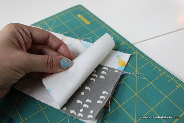 Kid's First Wallet Tutorial | www.sewwhatalicia.com
