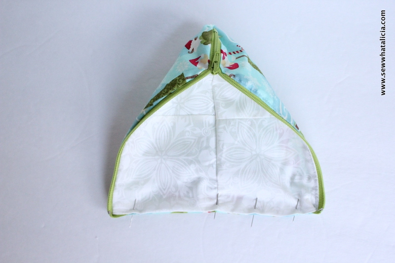 Elf on the Shelf Sleeping Bag Tutorial  All you need to know is how to sew! I will teach you how to put in the zipper and create an adorable sleeping bag for the elf on the shelf in your family. Click through for the full tutorial! www.sewwhatalicia.com