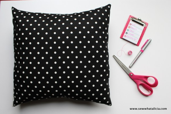 How to Make a Square Pillow Cover: If you are ready to start decorating for the holidays then you are going to want to learn how to make a pillow cover! These pocket pillow covers are a great way to update your decor and they are quick and easy! Click through for the full tutorial, these will take you less than 10 minutes each! | www.sewwhatalicia.com