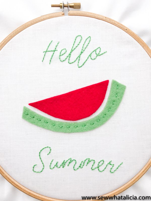 Hello Summer Embroidery Pattern and Tutorial: Head over for a great intro to embroidery tutorial. This project is perfect for beginners. Click through for the full walkthrough.   www.sewwhatalicia.com