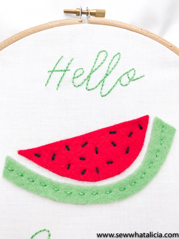 Hello Summer Embroidery Pattern and Tutorial: Head over for a great intro to embroidery tutorial. This project is perfect for beginners. Click through for the full walkthrough. | www.sewwhatalicia.com