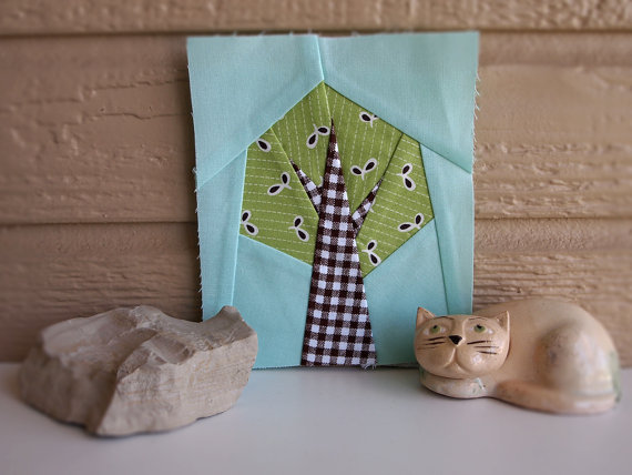 10+ Easy Paper Piecing Patterns : If you are new to foundational paper piecing then this is a great place to start. Click through for a full collection of patterns that are easy to master for sewing paper piecing.   www.sewwhatalicia.com