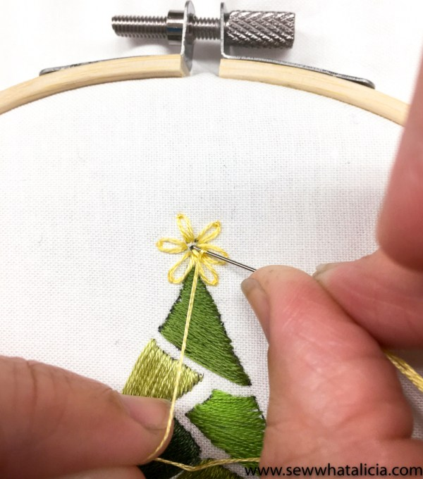Embroidered Christmas Tree Pattern and Tutorial: This tutorial is perfect for getting a jump on your Christmas sewing. This tutorial is perfect for all levels of embroiderers. Click through for the free pattern and full tutorial. | www.sewwhatalicia.com